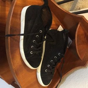 1 State black high tops